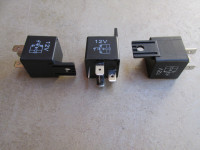 40 amp, 5 pin mini relay (SPDT) with mounting bracket.