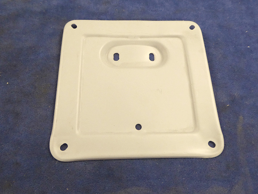 Separate mounting plate for mounting the license plate.