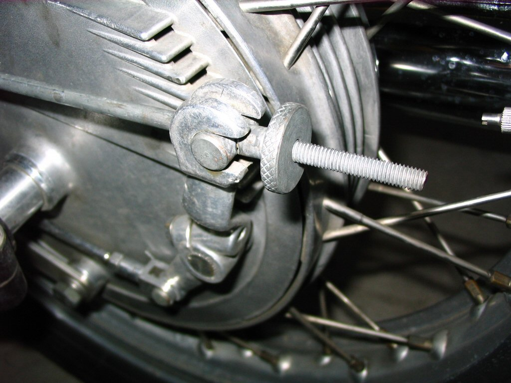 Brake actuation rod for the Moto Guzzi V700, V7 Special, Ambassador, 850 GT, 850 GT California, Eldorado, and 850 California Police motorcycles.Cross rod and adjustment nut (Moto Guzzi 850 T brake drum shown).