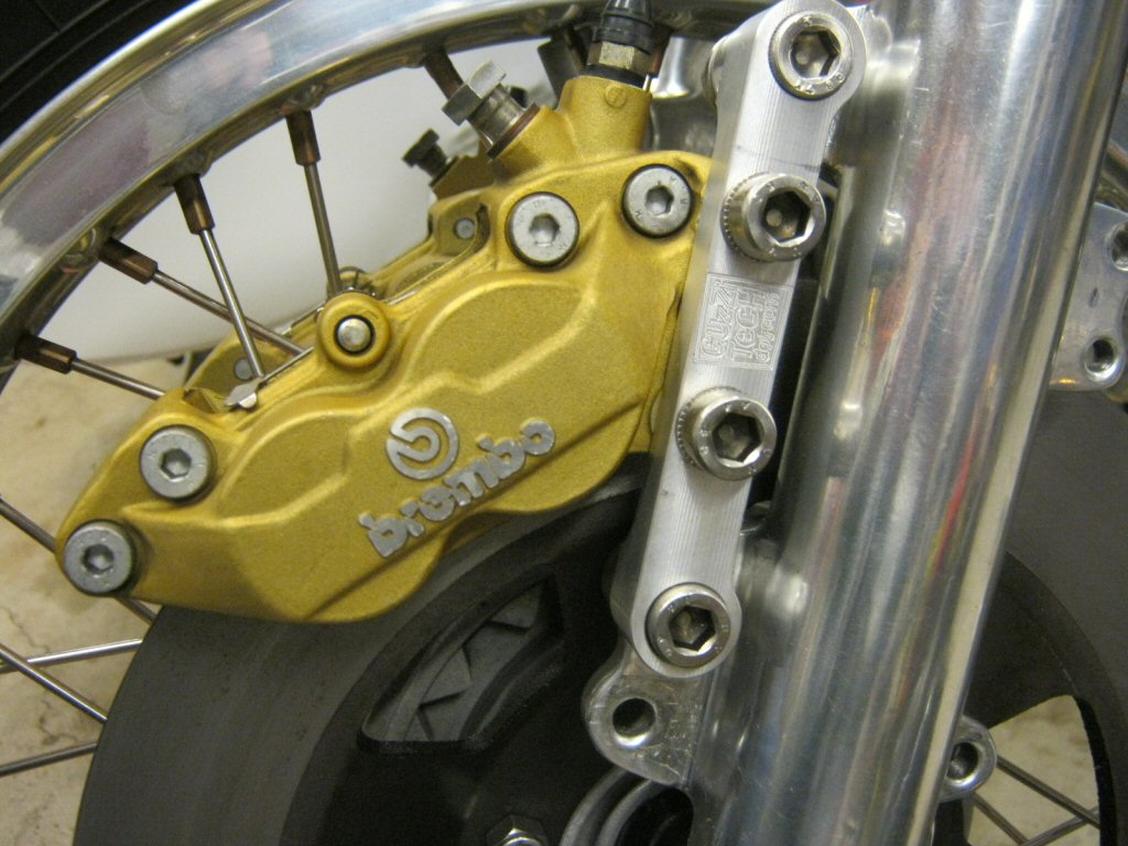 Brembo F08 to 4 piston caliper conversion with 40 mm mount spacing fitment on a Moto Guzzi Eldorado (Guzzi Power adapter).