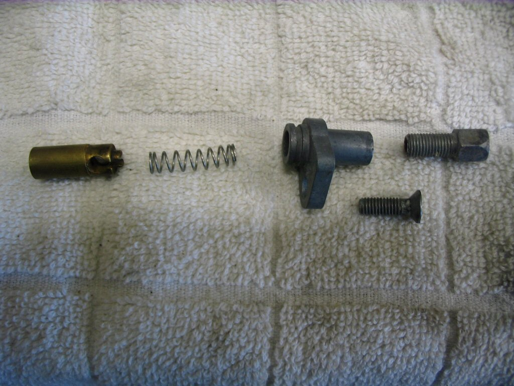 Here is the choke (enricher) assembly.