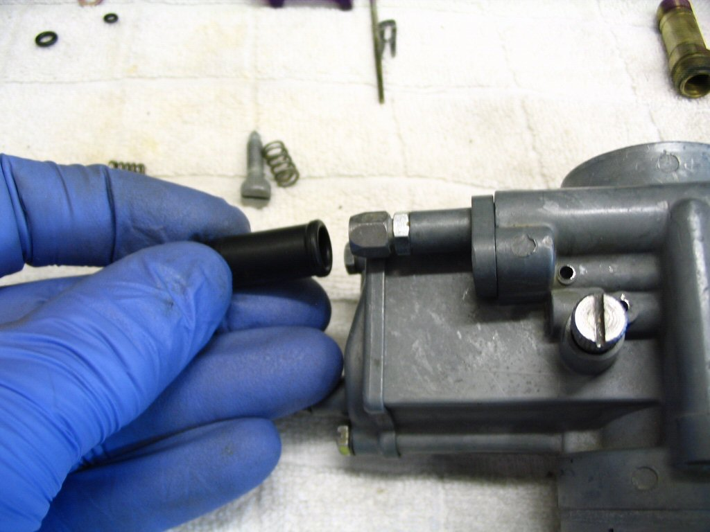 Place a rubber dust cap on the cable adjuster for the choke (enricher).