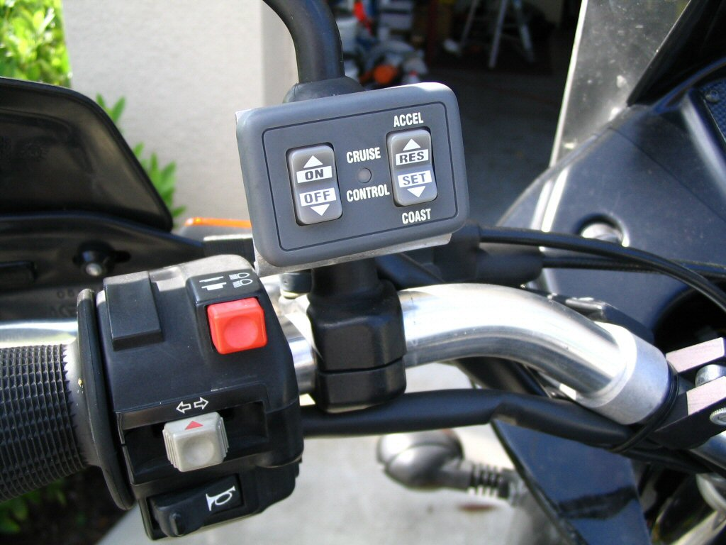 Front view of control unit. Installing a cruise control on a Moto Guzzi Quota 1100 ES.