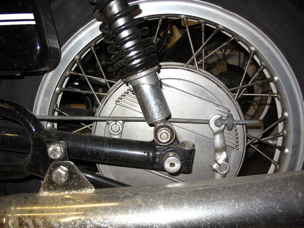 Cush drive position with the stock brake stay rod.
