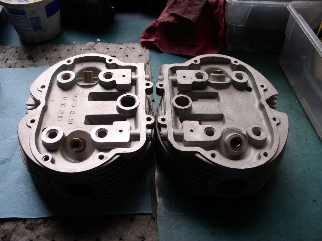 Later cylinder head on left, A-series Ambassador cylinder head on right. Note casting differences at valve guides.