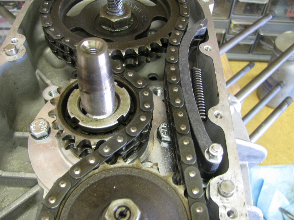 I fit the rest of the bow-type timing chain tensioner.