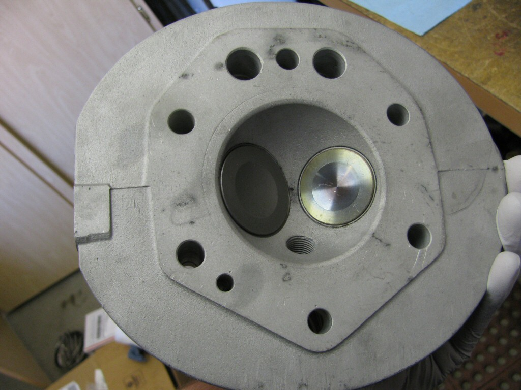 The reconditioned cylinder head: new exhaust valve, re-used intake valve, new valve guides.