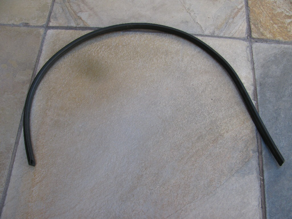 Gasket [fairing to headlight] (MG# 12578940).