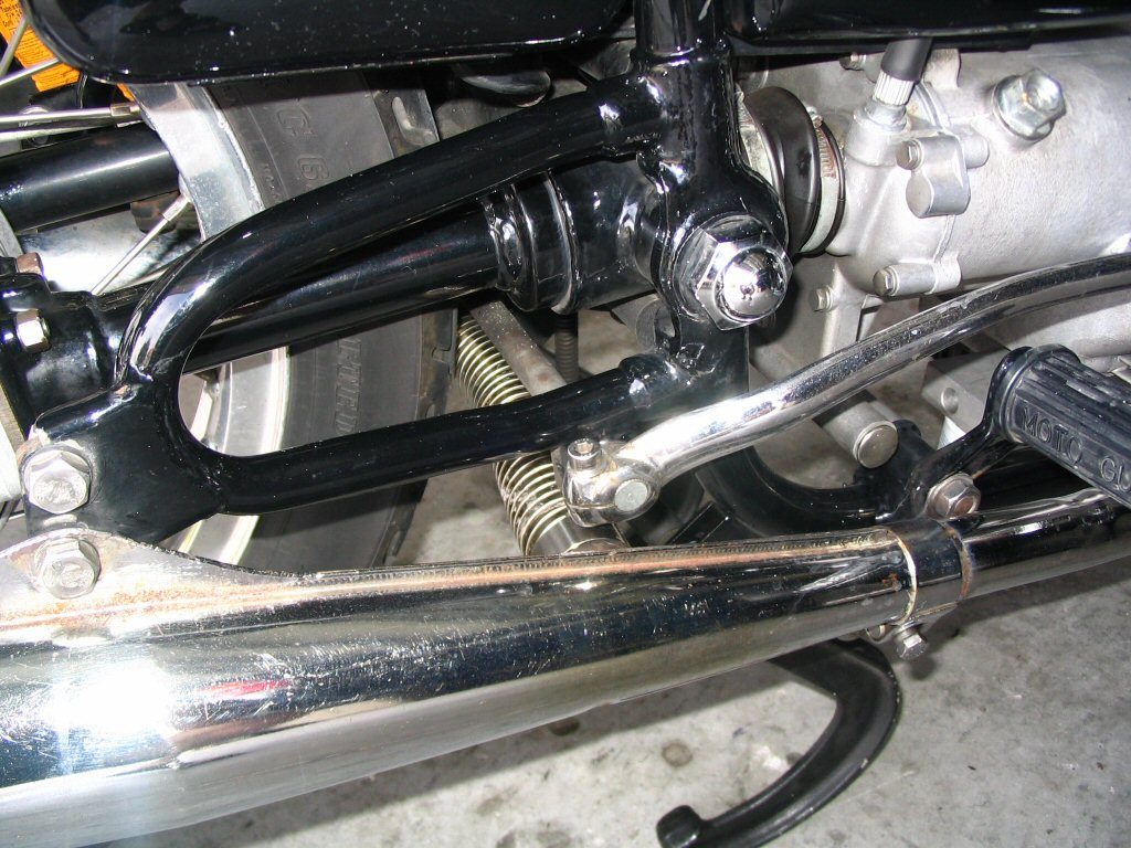 Fitting a flexible crossover pipe to Moto Guzzi V700, V7 Special, Ambassador, 850 GT, 850 GT California, Eldorado, 850 California Police models.