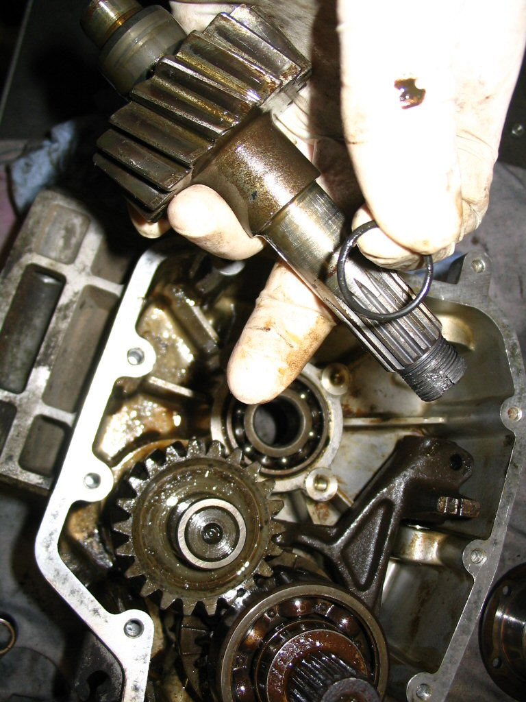 The input shaft and the O-ring (MG# 90706188) that seals the input shaft and the inner race of the bearing. Note that the O-ring (MG# 90706188) is fit outside of the gearbox, in between the clutch basket and the bearing.