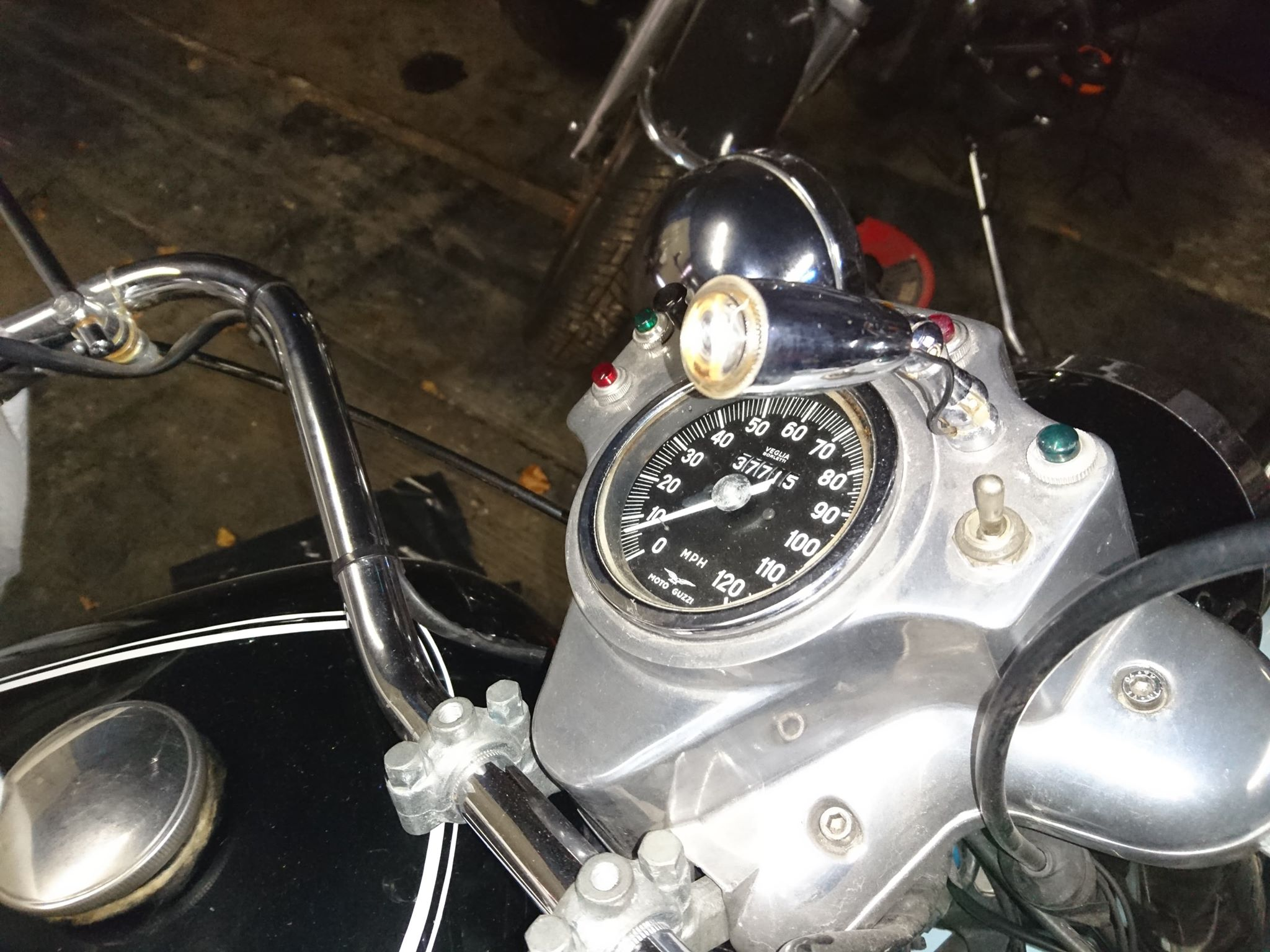 Map light. Applicable to Moto Guzzi police models such as the V700, V7 Special, Ambassador, 850 GT, 850 GT California, Eldorado, and 850 California Police models.