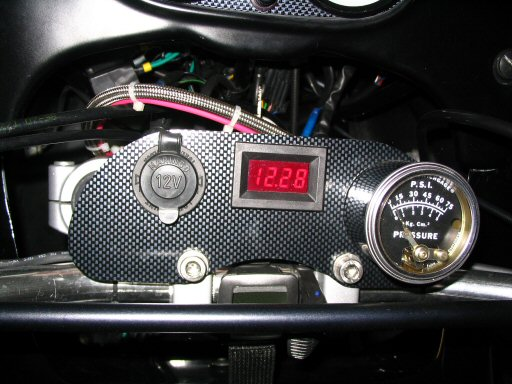 An oil pressure gauge fitted to a Moto Guzzi Quota 1100 ES.