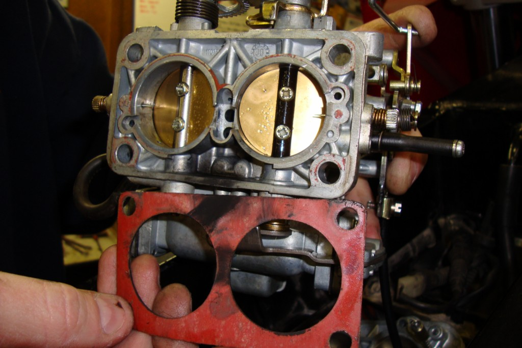 Installing a Weber carburetor on a Moto Guzzi Quota 1100 ES.