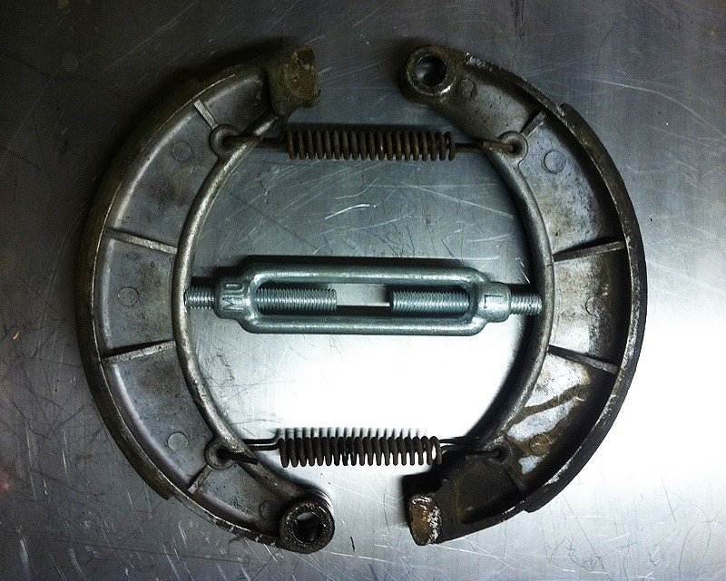 Using a turnbuckle tensioner to spread brake shoes on Moto Guzzi V700, V7 Special, Ambassador, 850 GT, 850 GT California, Eldorado, and 850 California Police models.