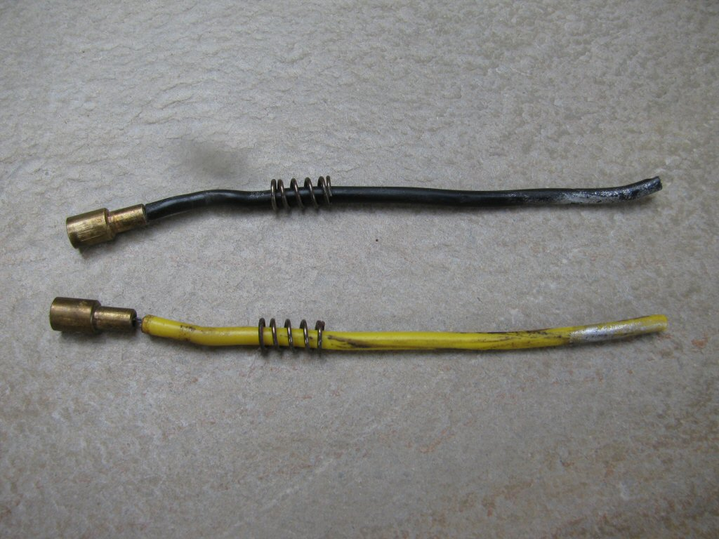 Sub-harness connecting the tail light bulb to the main harness.